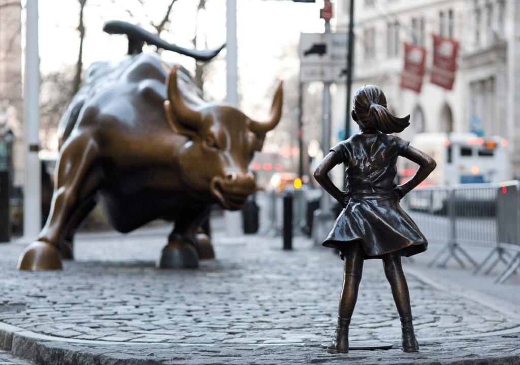 fearless girl wall st fran Tem certeza que seus filhos recebem educação financeira infantil?