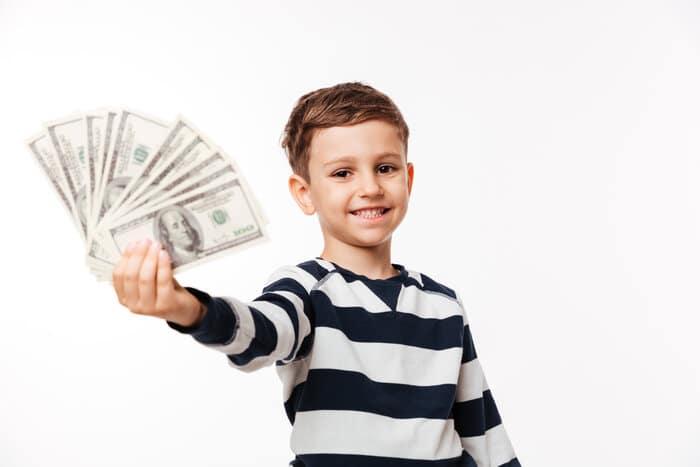 rsz portrait of a happy cute little kid 1 Previdência Privada Infantil: tudo o que você precisa saber!